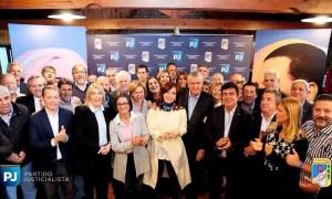 El PJ se reunió con CFK para empujar un frente electoral