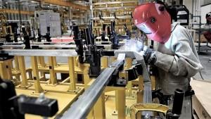 Derrumbes en agosto: la industria cayó 7,1% y la construcción 17,7%