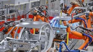 Mejoró en septiembre la producción de autos, cemento y motos