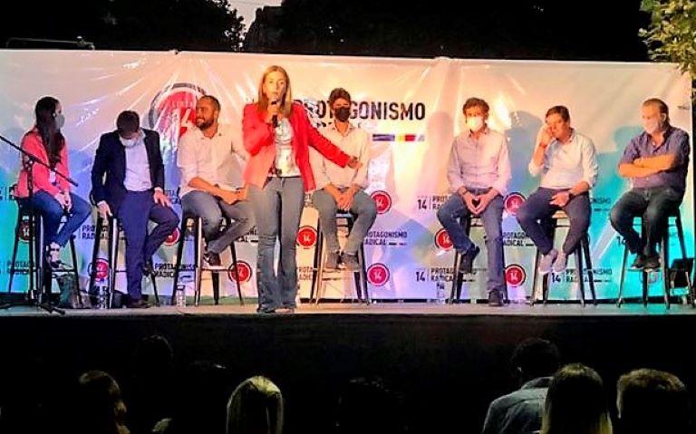 Danya Tavela - ucr - acto en La Plata