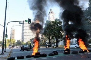 """Denuncian ante la Justicia a """"punteros"""" que bloquearon la Comuna"""