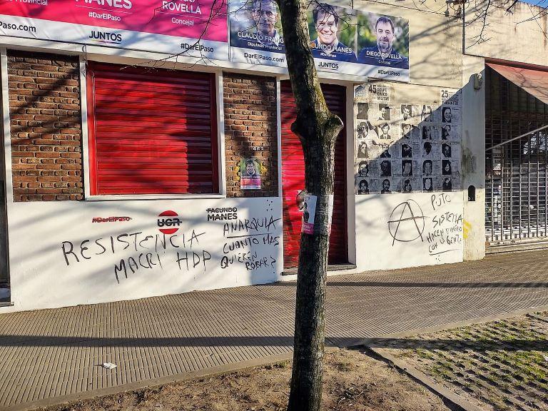 Local de Dar el Paso vandalizado - La Plata