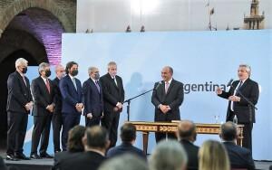 Alberto cargó contra la oposición en la jura de ministros