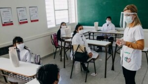 Padres Organizados confronta al Gobierno por el plan de vacunación de NNyA